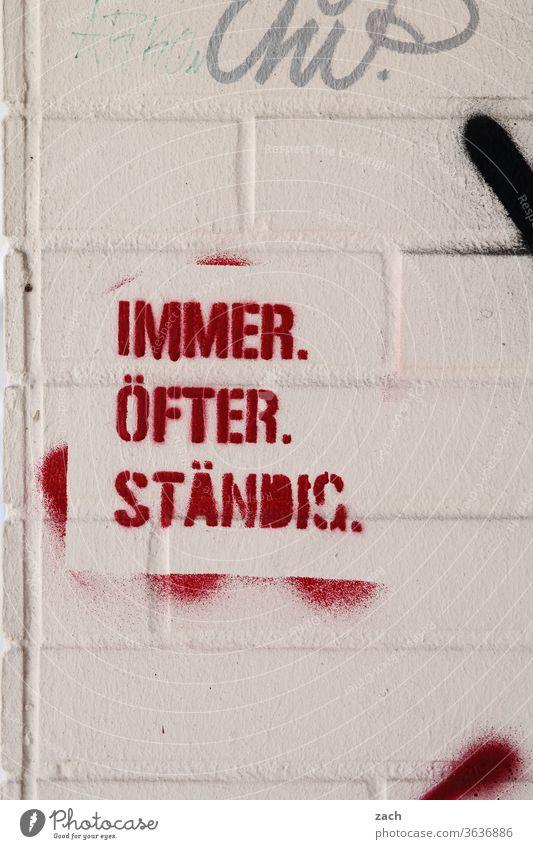 eigentlich immer grau Wand Schriftzeichen Kreativität Jugendkultur Kunst Straßenkunst Botschaft Fassade Wandmalereien Graffiti streetart Street Mauer ständig