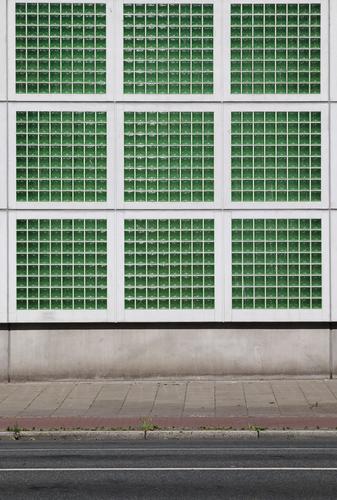 Sudoku Fassade Architektur Haus Fenster Gebäude Wand grün Bremen Glasbaustein Glasfassade Straße Wege & Pfade Industrie Industrieanlage Stadt viereck Quadrat