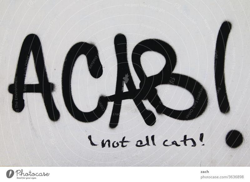 nicht alle Graffiti Botschaft Schrift Schriftzeichen Fassade Mauer Wand Kritik Politik & Staat Polizei cop Bulle polizeigewalt acab