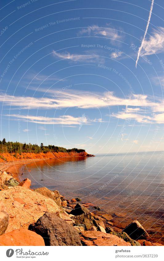 Red Cove Prince Edward Island Kanada P.E.I Aussenaufnahme Farbfoto Natur Landschaft Tag Umwelt natürlich Meer Bucht Rot blau Weitsicht Steine Horizont Ferien