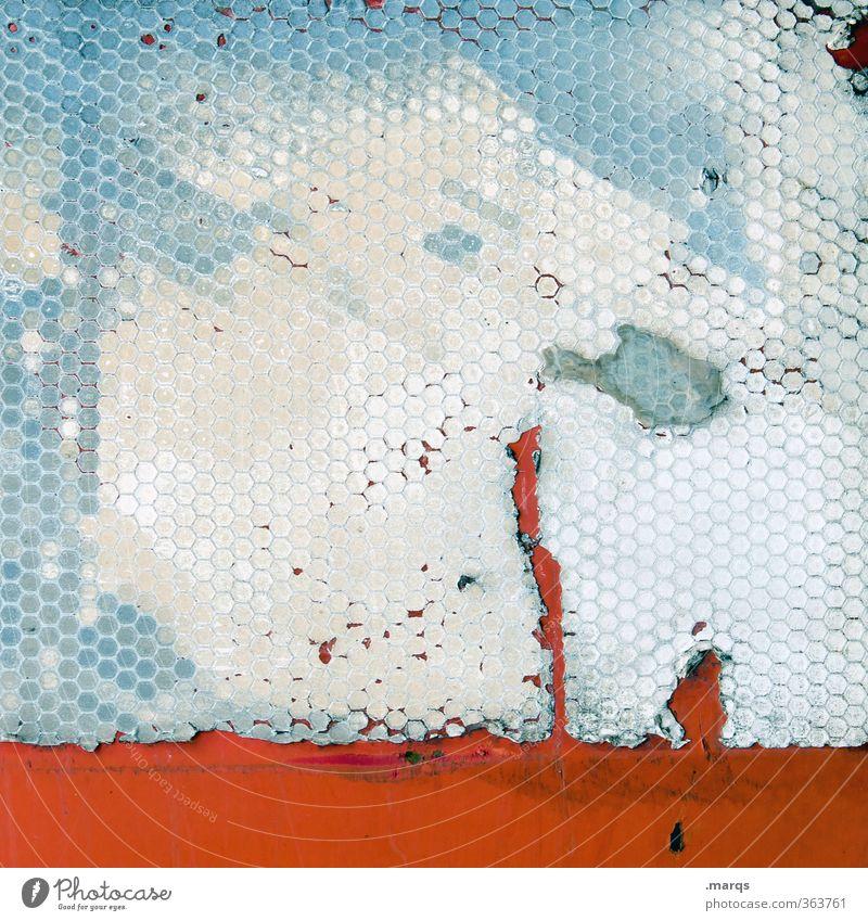 Adhäsion Stil Design Metall Kunststoff trendy einzigartig kaputt trashig blau rot weiß Farbe Wabe kleben Hintergrundbild Farbfoto Detailaufnahme abstrakt Muster