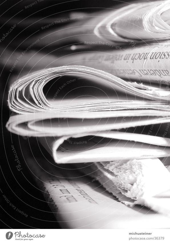 Zeitungsstapel Stil Business Management Grauwert