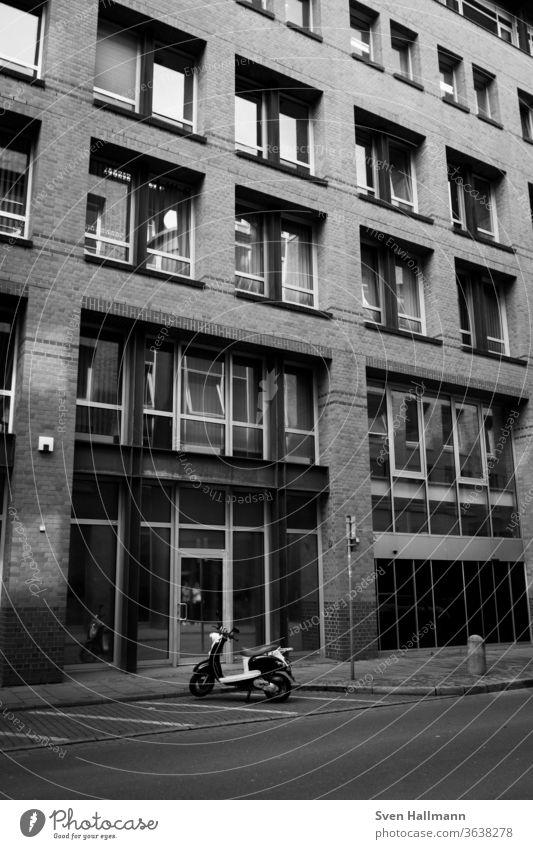 Moderne Architektur modern Fassade Ordnung abstrakt Symmetrie Fenster Hochhaus ästhetisch Licht Strukturen & Formen Menschenleer Architekturfotografie