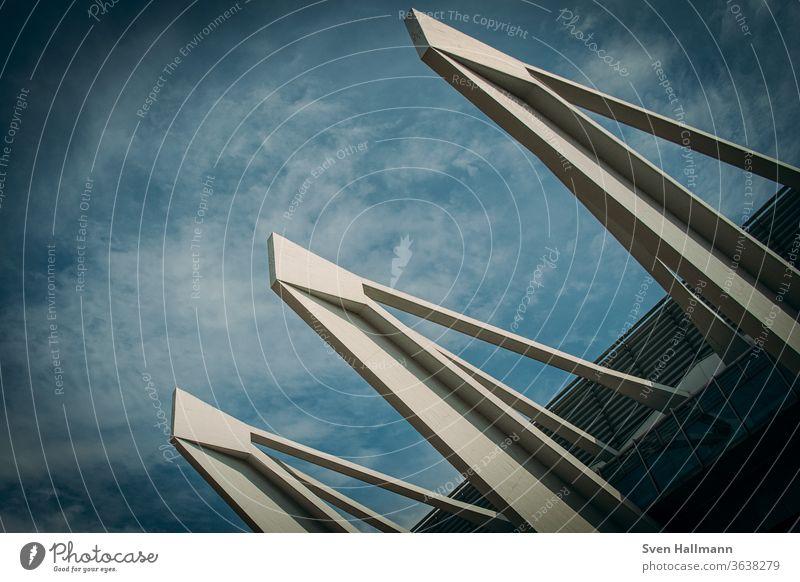 Moderne Architektur modern Fassade Ordnung abstrakt Symmetrie ästhetisch Licht Strukturen & Formen Menschenleer Architekturfotografie Surrealismus Außenaufnahme