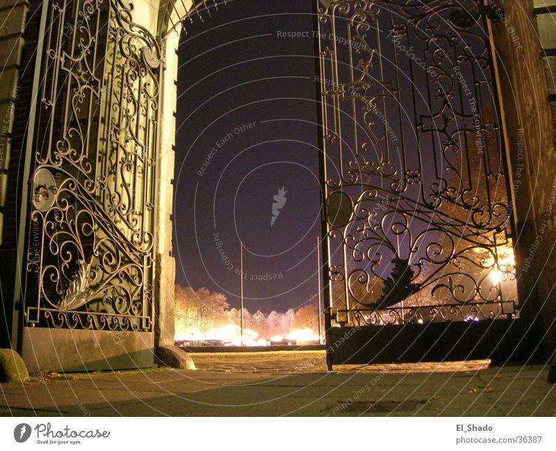 Tor zum Himmel dunkel Herbst Architektur violett Burg oder Schloss Tor Eingang