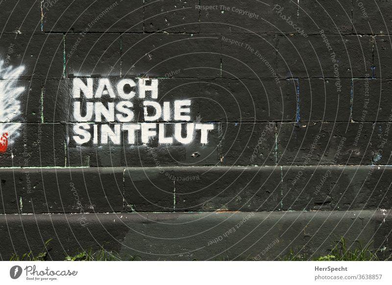"""Graffito mit Redensart: """"Nach uns die Sintflut"""" Graffiti Außenaufnahme Mauer Schriftzeichen Buchstaben Schriftzug Motto Spruch fatalismus Textfreiraum unten"""