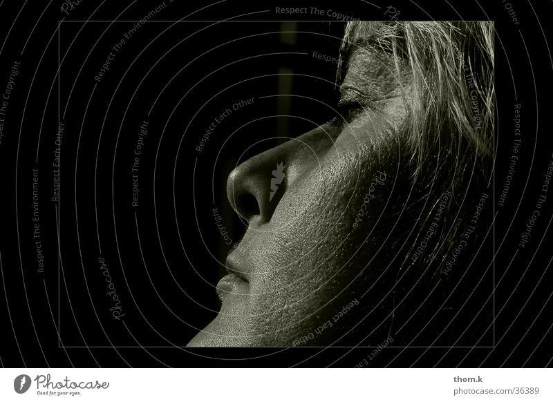 resting feminin Porträt Frau Silhouette Gesicht Profil Schwarzweißfoto