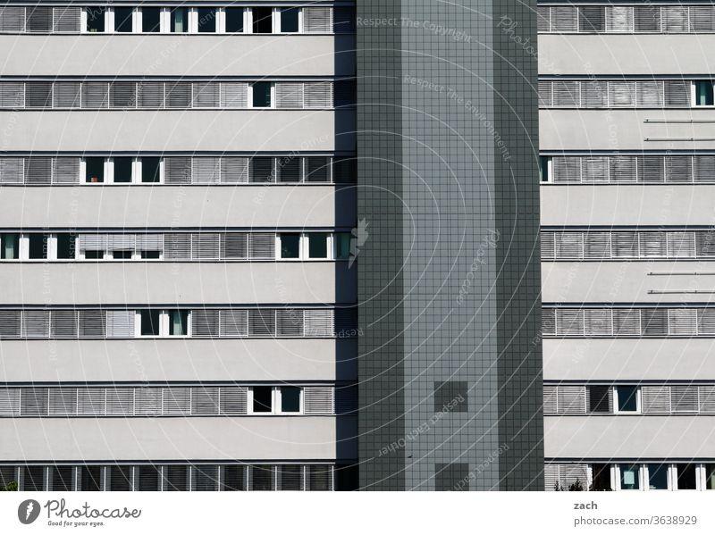 knallgrau Bürogebäude Einsamkeit Beton DDR Neubau Häusliches Leben Marzahn Marzahn-Hellersdorf gleichschaltung gleichförmig Eintönig Vielfalt individuell