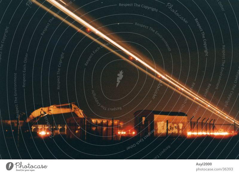Lichtschweif Nacht Flugzeug Beleuchtung Langzeitbelichtung Flughafen