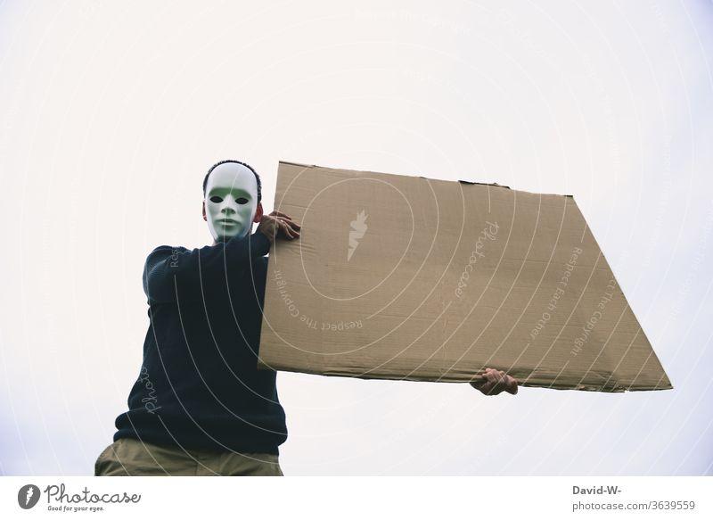 anonym Schild in die Luft halten streik Demonstration Maske werben Mann werbung Platzhalter Meinungsfreiheit maskiert
