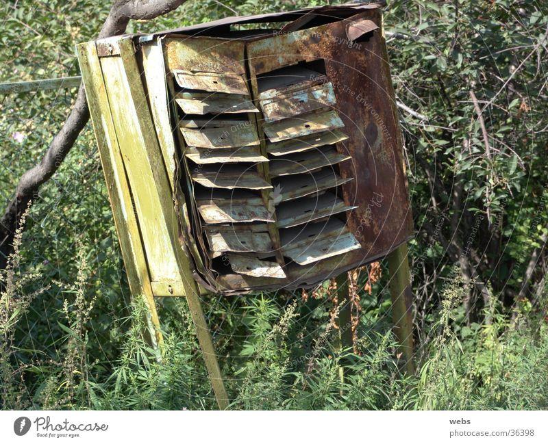Postkasten alt grün kaputt Häusliches Leben Rost Post Eisen