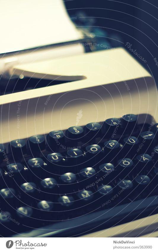 Schreibmaschine Arbeit & Erwerbstätigkeit Business Papier berühren Buchstaben Beruf schreiben Schriftstück Typographie Maschine Berufsausbildung Inspiration Post Zettel Arbeitsplatz Printmedien