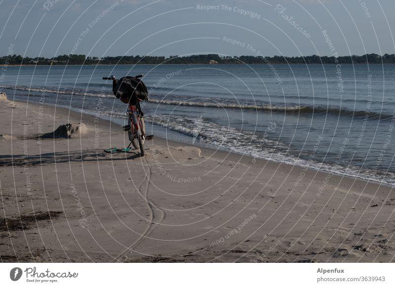 mal kurz ins Wasser Strand Sand Erfrischung Meer Sommer Ferien & Urlaub & Reisen Brandung Freiheit Sonne Küste Wellen Fahrrad Fahrradtour Pause Pause machen