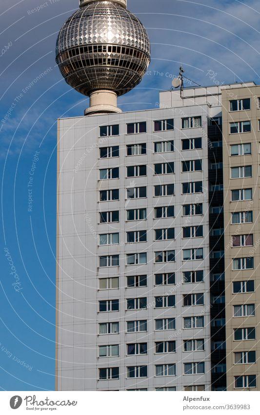 Diskokugel Fernsehturm Berliner Fernsehturm Alexanderplatz Wahrzeichen Hauptstadt hoch Berlin-Mitte Stadt Menschenleer Sehenswürdigkeit Außenaufnahme Himmel