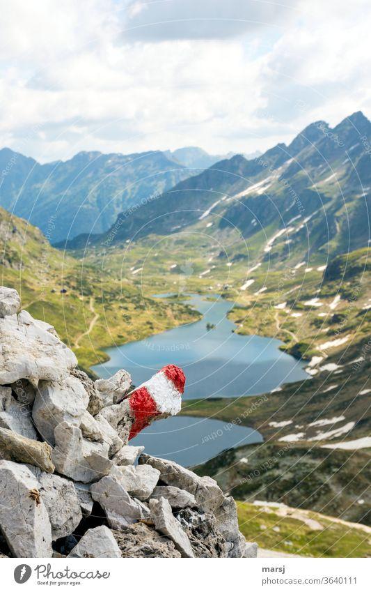 Rot-Weiß-Rotes Wanderwegzeichen zeigt den Weg zu den Giglachsseen und zur Giglachalm Giglachsee Bergsee Bergwelt Berge u. Gebirge wandern See Landschaft