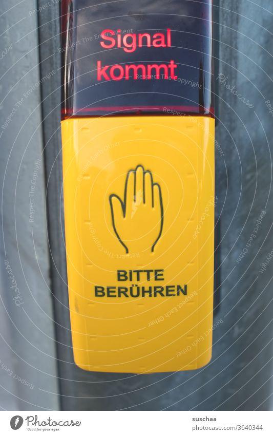 bitte berühren .. Knopf drücken Ampel Ampelknopf Anforderungstaster Taster Bitte Berühren Signal kommt Verkehr Verkehrsregelung Kreutzung Fußgänger