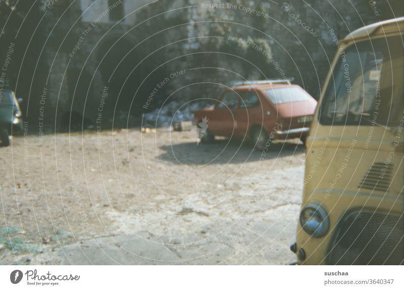 alte dia-aufnahme von alten autos Dia-Aufnahme retro Retro-Farben Nostalgie Vergangenheit Vergänglichkeit früher analog Generationen Erinnerung 70er Jahre