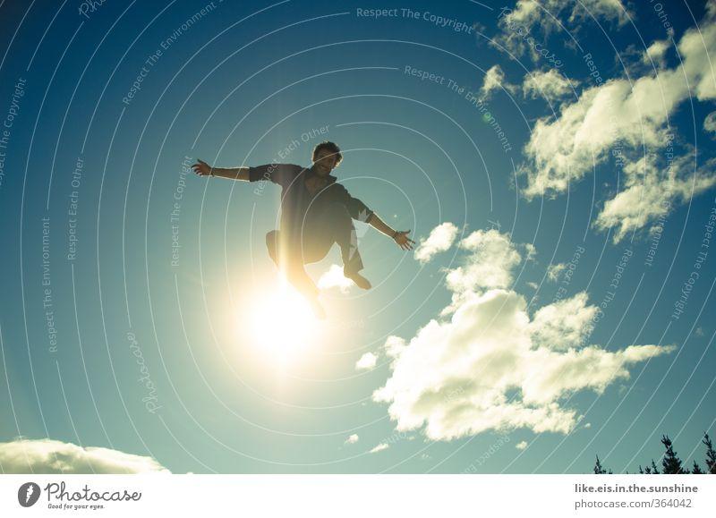 energized Glück Leben Zufriedenheit Erholung Freizeit & Hobby Spielen Sommerurlaub Sonne Sport maskulin Junger Mann Jugendliche Umwelt Natur Wolken