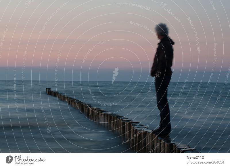 Immer weiter gucken Mensch Natur Mann Wasser Meer Landschaft Strand Ferne Erwachsene Umwelt Küste Denken Horizont Luft Körper maskulin