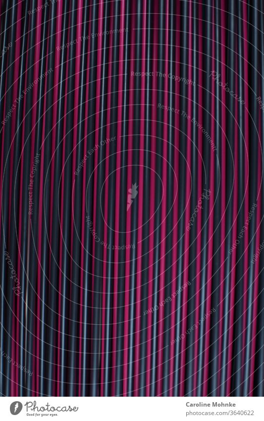 Spaghettistuhl Sitzfläche Stuhl Muster Möbel Sitzgelegenheit Menschenleer sitzen Außenaufnahme Erholung Platz Gartenmöbel ruhig Farbfoto Gartenstuhl frei