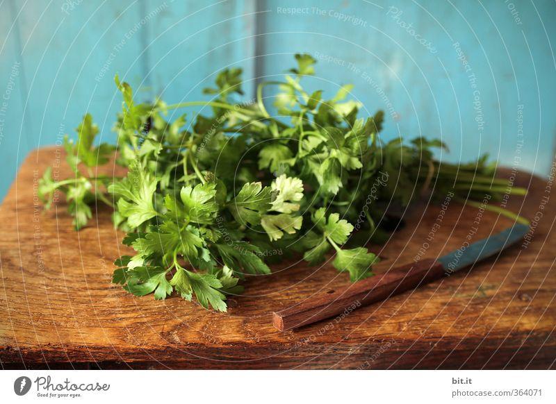 Petersilie blau grün Gesunde Ernährung Holz Gesundheit natürlich Lebensmittel frisch Ernährung genießen Kochen & Garen & Backen Küche Kräuter & Gewürze Holzbrett Bioprodukte Messer