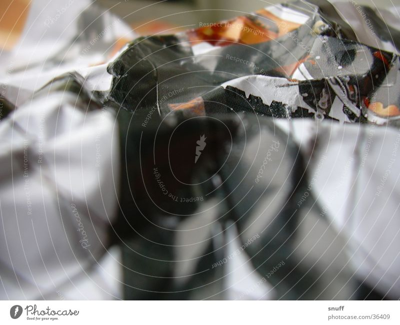 zerknittert Falte Papier chaotisch Makroaufnahme Nahaufnahme Zeitschrift snuff