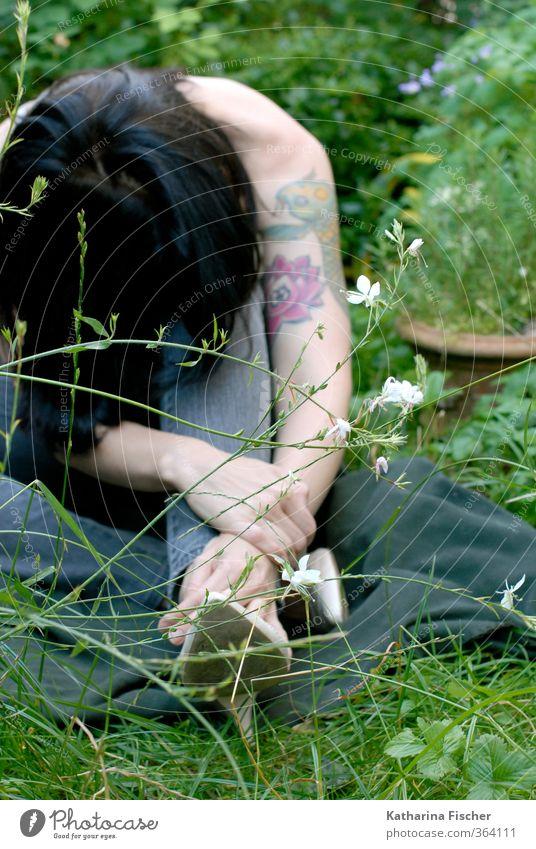 #364111 Mensch Frau Natur blau Pflanze grün weiß schwarz Erwachsene Umwelt gelb Wiese Gras feminin grau Garten