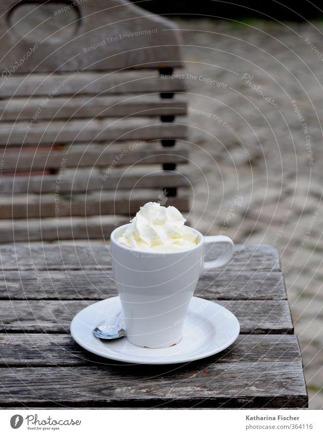 ....Auszeit.... Lebensmittel Frühstück Kaffeetrinken Getränk Heißgetränk Teller Tasse Löffel Holz braun silber weiß genießen Pause Farbfoto Gedeckte Farben