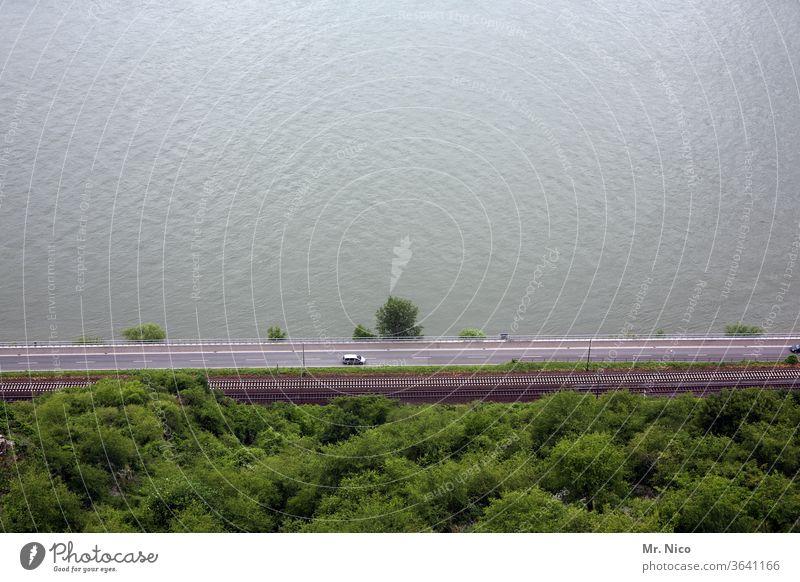 Verkehrswege - Wasser Straße Schiene PKW Wege & Pfade Autofahren Fahrzeug Straßenverkehr Urlaub Ferien & Urlaub & Reisen Fluss Landstraße Landschaft Natur grün
