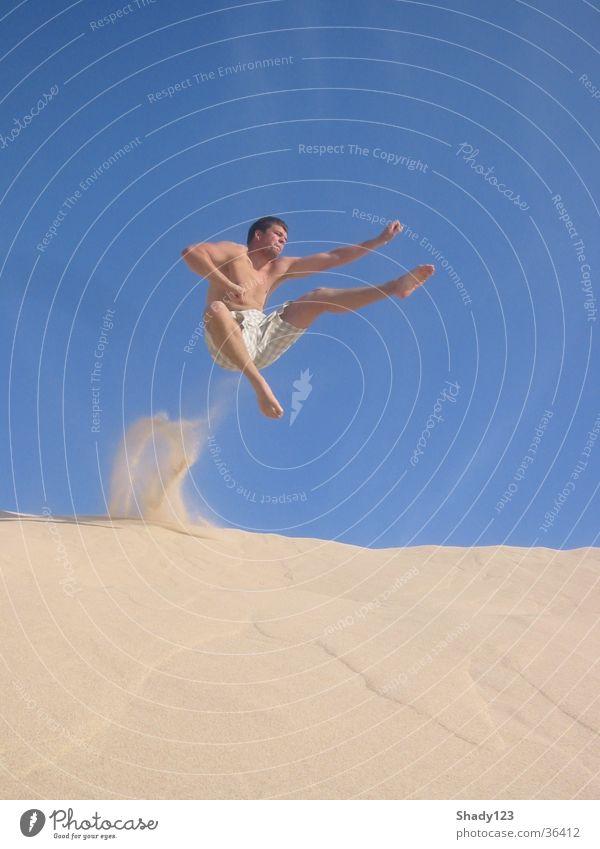 sand_samurai Mann Ferien & Urlaub & Reisen Sand springen Luft Kampfsport