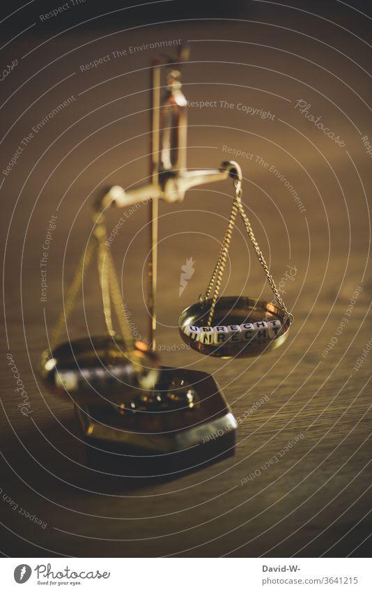 Waage - Konzept - Recht und Unrecht Beschluss u. Urteil Zeit Geld Gleichgewicht Gewicht Gerechtigkeit Ehrlichkeit Justiz u. Gerichte Justitia Detailaufnahme