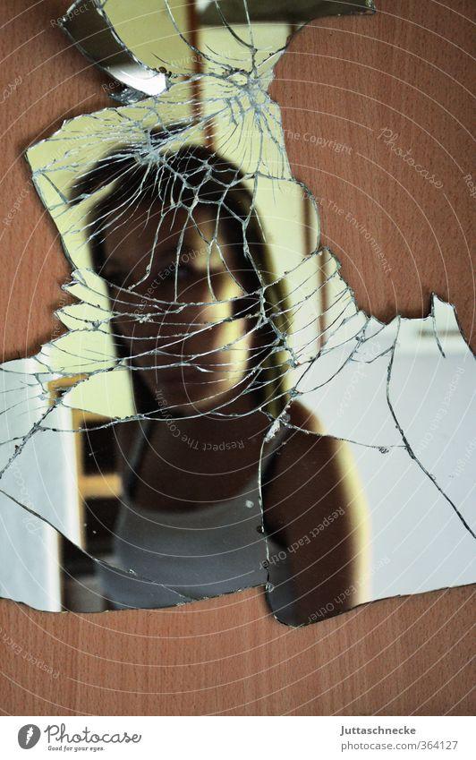 Spieglein, Spieglein an der Wand Mensch Kind Jugendliche alt Einsamkeit Junge Frau feminin Kopf braun 13-18 Jahre kaputt Vergänglichkeit Verfall Spiegel