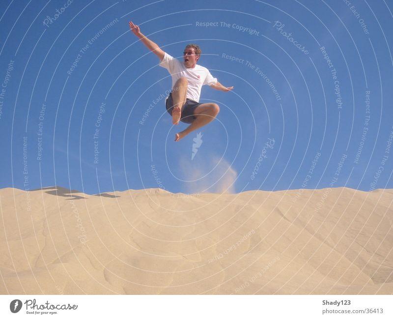 sand_samurai II Mann Himmel blau Strand Ferien & Urlaub & Reisen springen Sand