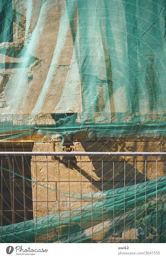Letzter Versuch Außenaufnahme Wand Farbfoto Menschenleer kaputt Gebäude Baustelle Baugewerbe Fassade Vergänglichkeit Wandel & Veränderung Textfreiraum oben