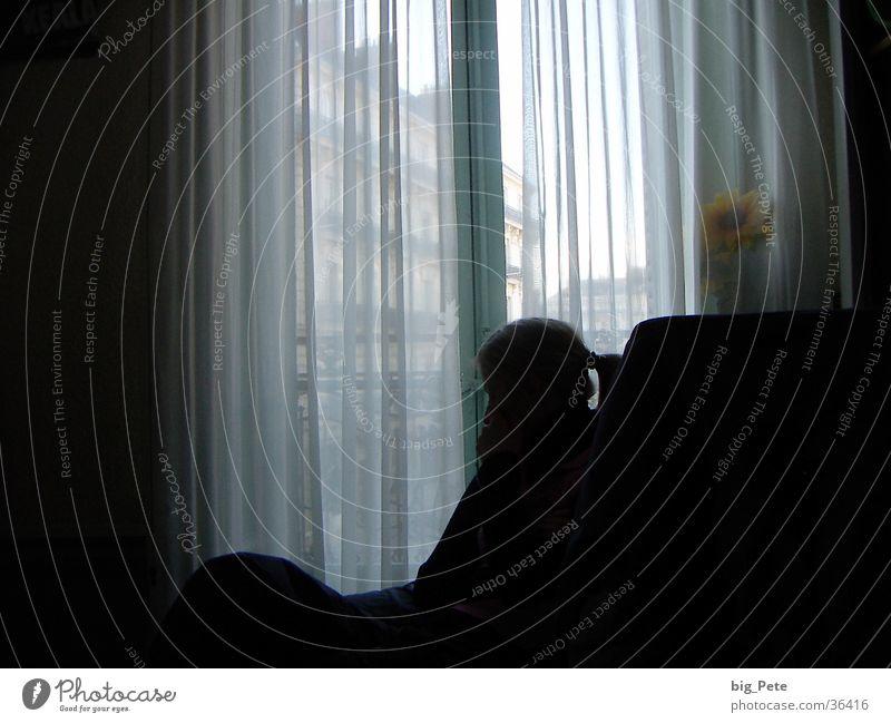 Stillleben Frau ruhig Fenster Raum Gedanke