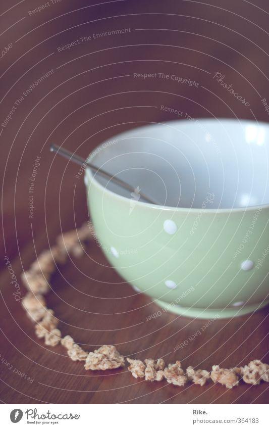 Crunchy Frühstück. Lebensmittel Milcherzeugnisse Cornflakes Müsli Ernährung Essen Bioprodukte Vegetarische Ernährung Diät Geschirr Schalen & Schüsseln Löffel