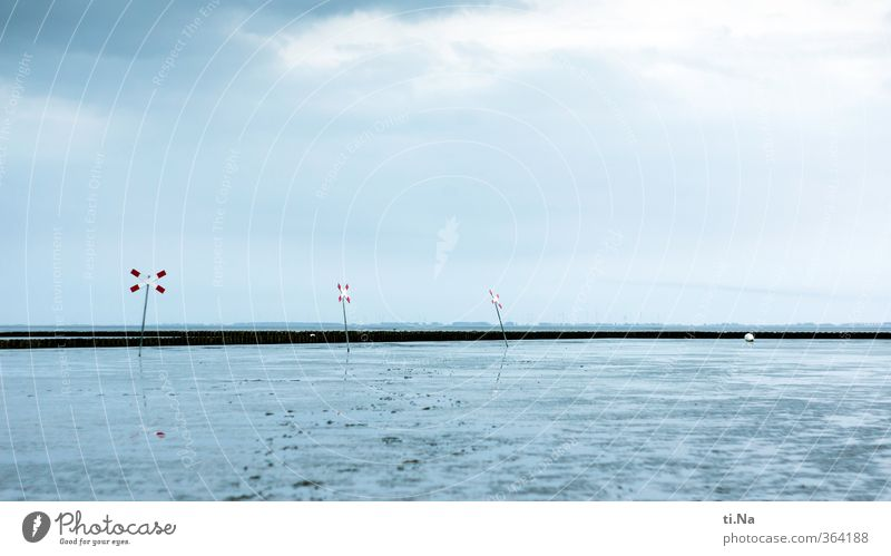 ein Kreuz mit der Ebbe Landschaft Wasser Wolken Sonnenlicht Frühling Sommer Schönes Wetter Küste Nordsee Wattenmeer Unendlichkeit blau grau rot türkis weiß