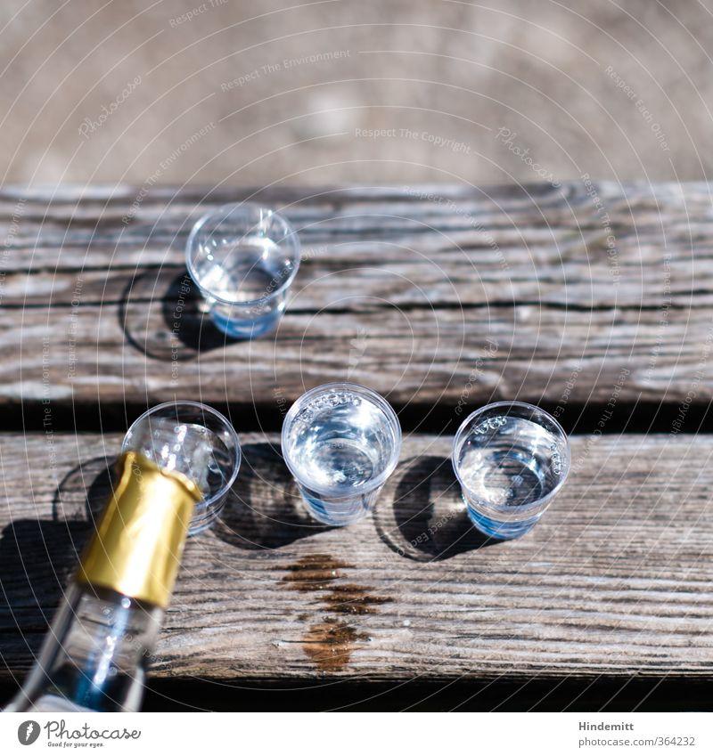 AST6 Inntal | [Stufenwasser III (das mit dem i)] II Holz Sand braun gold Glas Tisch Getränk Bank Flüssigkeit Flasche Alkohol Picknick Liebeskummer Durst trösten bescheiden