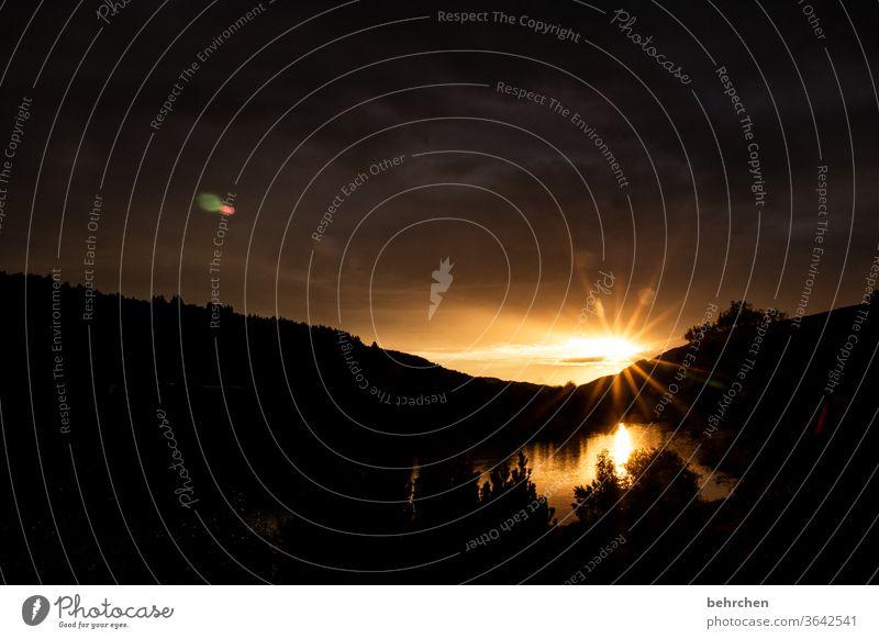 gegensätze | tag und nacht Sonnenaufgang Abenddämmerung Dämmerung Himmel Menschenleer Wärme Farbfoto Außenaufnahme wunderschön Sonnenlicht Sonnenuntergang