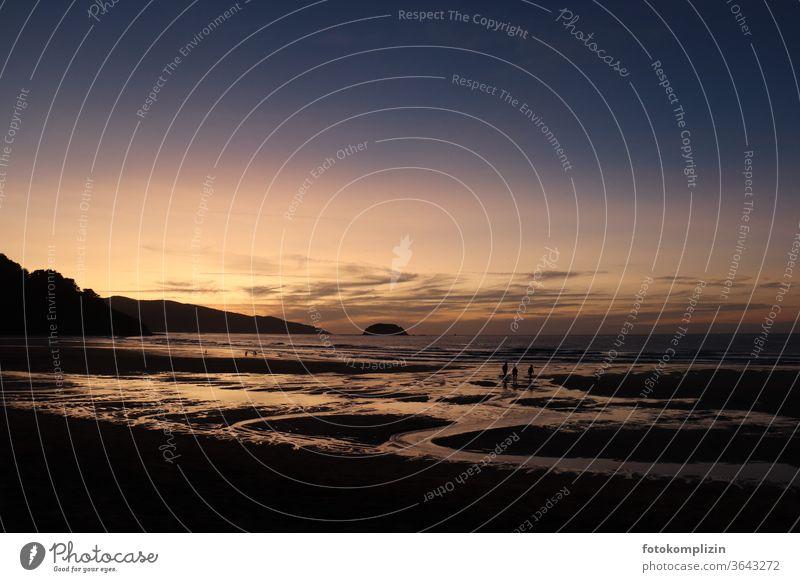 Abenddämmerung mit Lichtspiegelung am Strand bei Ebbe Meeresufer abendhimmel Ferien & Urlaub & Reisen Gezeiten Küste Meeresboden Erholung Ferne Naturliebe