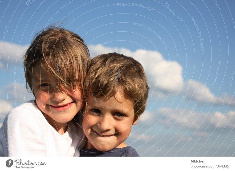we will only just remember how it feels Mädchen Junge Geschwister Bruder Schwester Paar Kindheit 2 Mensch 3-8 Jahre Himmel Wolken Schönes Wetter Lächeln lachen
