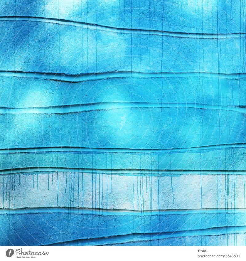Lebenslinien #137 detail oberfläche parallel abdruck eindruck textur spuren uneben blau türkis wand mauer kunst gestaltung sehenswürdigkeit sonnig wellen