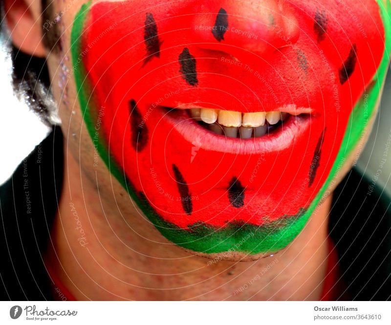 Wassermelonengesicht Mann. Gesicht Farben Männer männlich Erwachsener Menschen Lächeln Glück