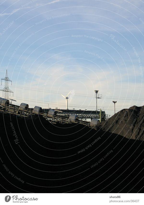 Zwischen Kohle und Moderne - Wanne Eickel Graffiti Industrie Windkraftanlage Blauer Himmel Oktober