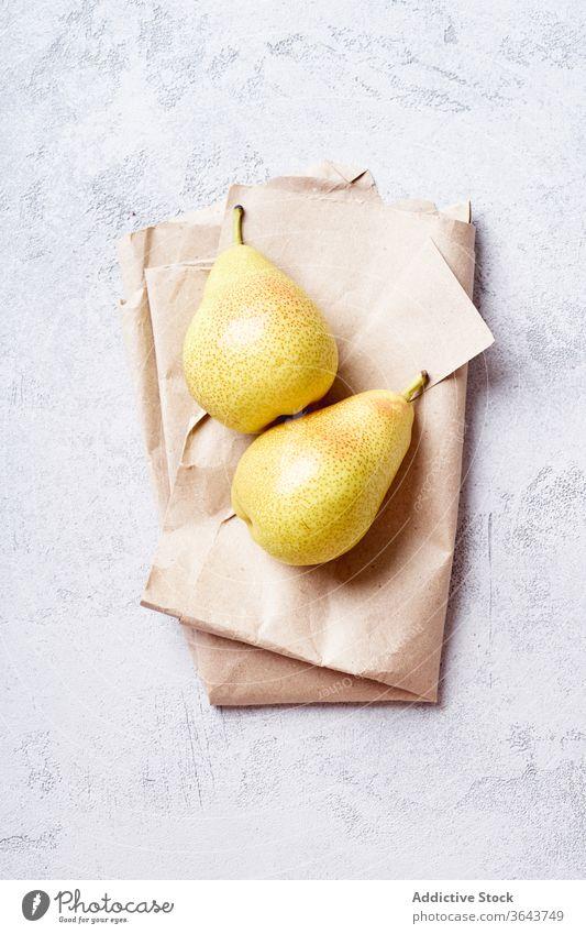 Frische gelbe Birnen von oben betrachtet Frucht Draufsicht Ackerbau Ernte Sommer Overhead Bestandteil Dessert Essen zubereiten süß produzieren hausgemacht