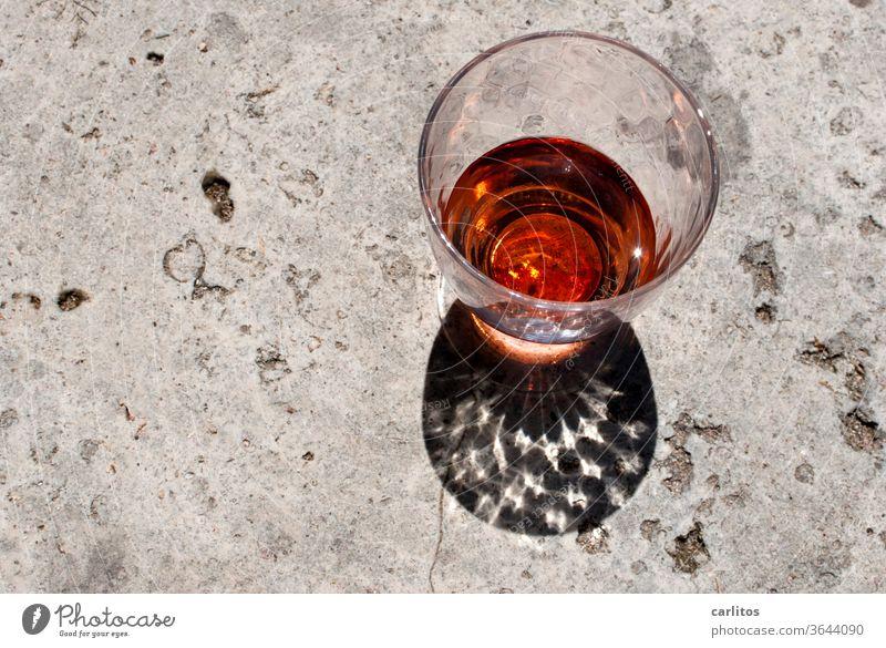 in vino veritas II Wein Rose Glas Farbe Lichtbrechung funkeln Schatten Stein glitzern Entspannung Alkohol trinken Getränk Weinglas Feste & Feiern genießen