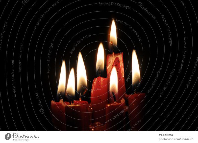 Kerzen KERZE KERZEN LICHT FEUER WARM WAERME WEIHNACHTEN ADVENT dunkelheit leuchten beleuchtung flamme flammen kerzenflamme kerzenflammen
