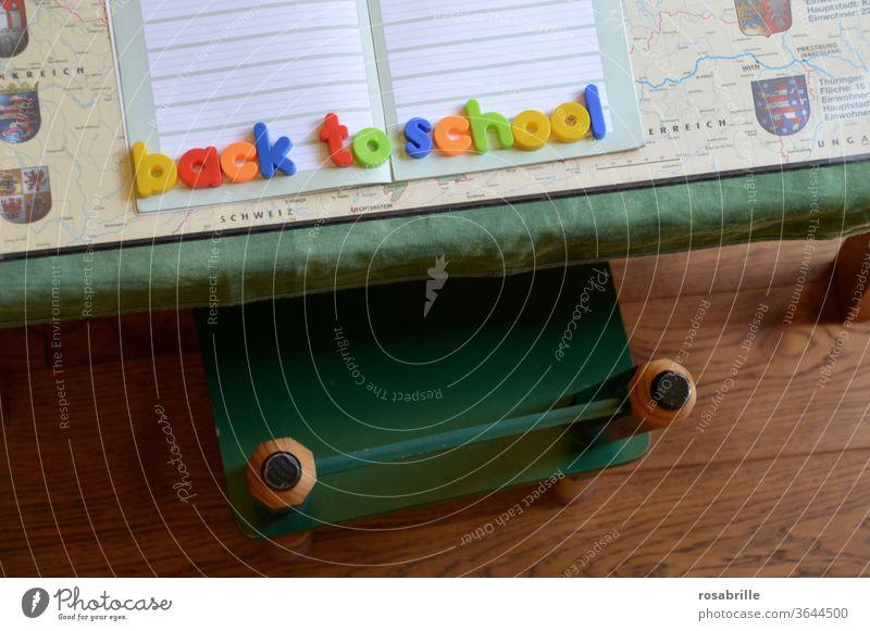 Magnetbuchstaben BACK TO SCHOOL auf Heft und Schulutensilien | Druckerzeugnis | ein wenig frei interpretiert Buchstaben Schule Schulbeginn back to school bunt