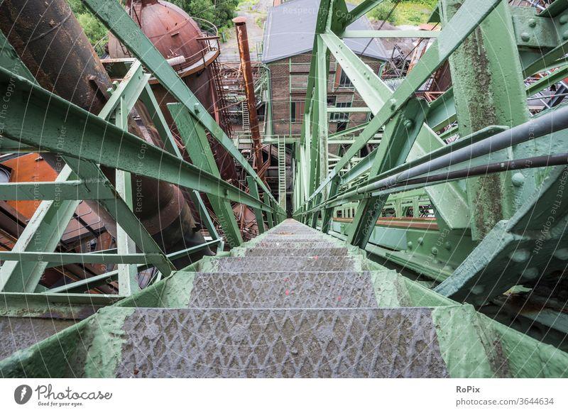 Außentreppe an einem alten Hochofen. Industrie Zeche Kokerei Industrieanlage Architektur Bergbau Technik Infrastruktur Stadt Ofen Ruhrgebiet urban Kohle