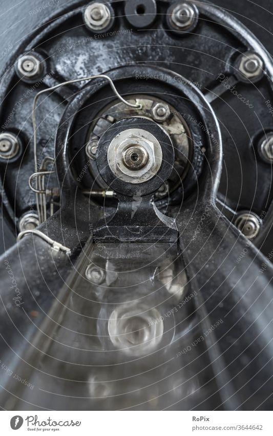 Gleitführung an einer historischen Dampfmaschine. Motor Dampfmotor Kraftmaschine Energie Dynamik Bewegung Getriebe Mechanik Technik Maschine machine Ritzel